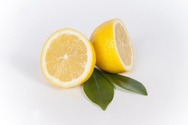 Granitspüle mit Zitronensaft säubern