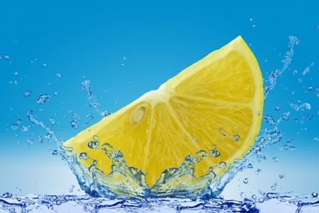 Milchige Gläser mit Zitronensäure klar spülen