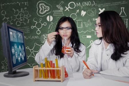 Mädchen für Naturwissenschaften begeistern