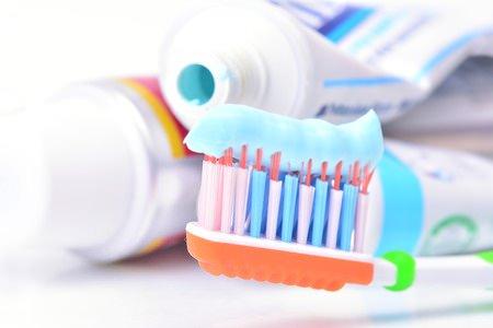 Kratzer auf CD mit Zahncreme entfernen
