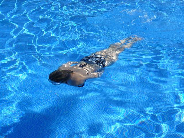 Schwimmen bei Wassereinlagerungen in den Beinen