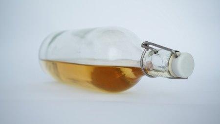 Urinstein mit Essigessenz entfernen