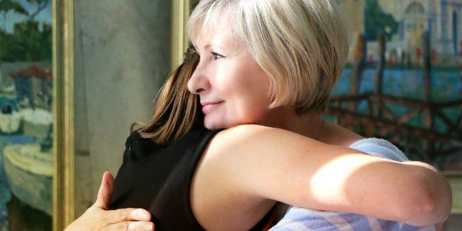 Bild Freundin umarmen